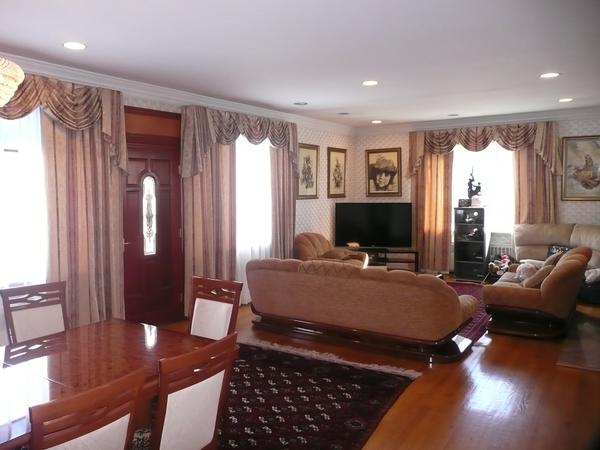 1 family colonial brick and stone 6 Bdr High Ceilings
